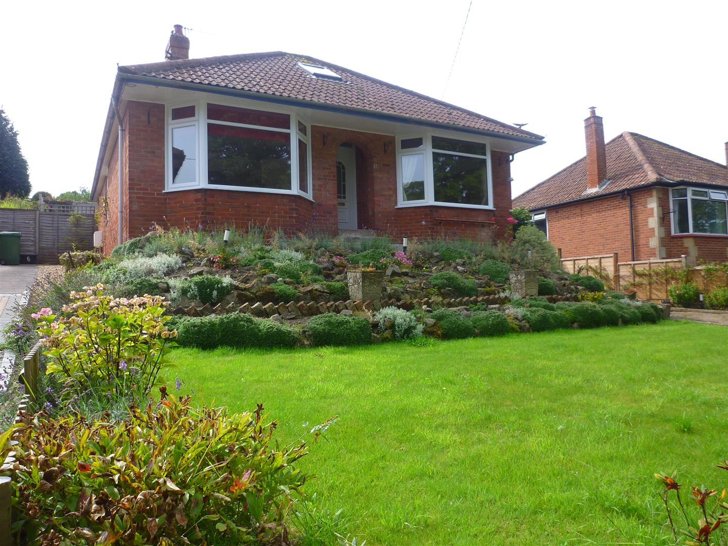 2 Bedrooms Detached Bungalow for sale in Westbury